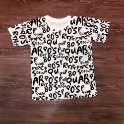 T-shirt avec des lettres